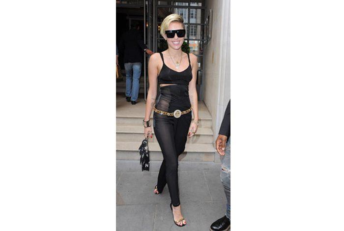 Siyahlar içinde Miley