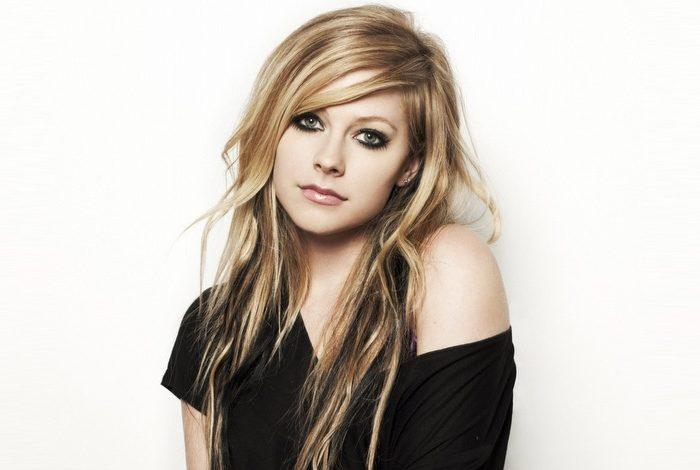 Avril'e ne oldu?